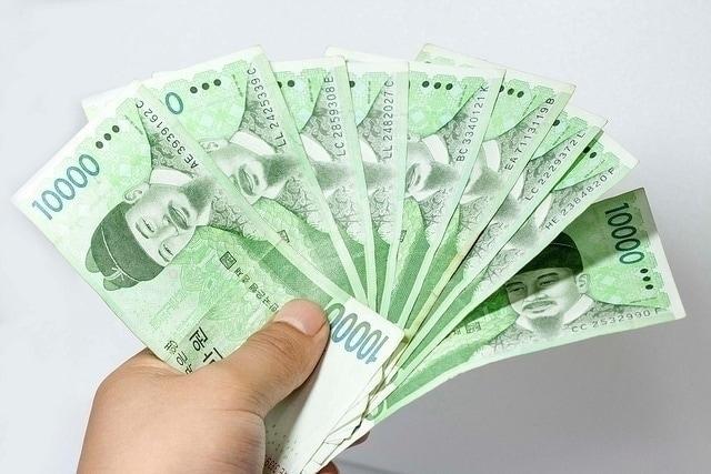 현금이 가장 효과적입니다. Yunho Lee