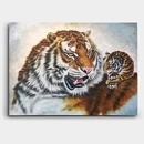 어미 호랑이와 새끼 호랑이를 함께 그려낸 그림