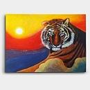 석양이 지는 곳에 앉아있는 호랑이를 표현한 그림